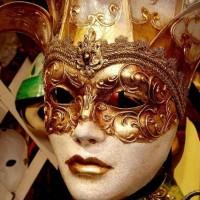Ήρθαν οι Απόκριες! Πετάξτε τις μάσκες και επιλέξτε στολή!  Άρθρο της Βασιλικής Κ. Μαργέτη