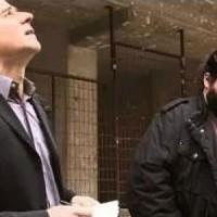 O Μητσικώστας σε ρόλο Σταύρου Θεοδωράκη ψάχνει ψηφοφόρους για το Ποτάμι και σκορπάει απίστευτο γέλιο! Βίντεο