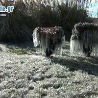 Η φωτογραφία της ημέρας: Έργο τέχνης από πάγο ο κόμβος Θεσσαλονίκης – Λάρισας στην Κοζάνη