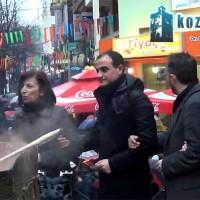 Βίντεο kozaniLife.gr: Ο κεντρικός φανός στην πλατεία της Κοζάνης με τους επισήμους της πόλης!