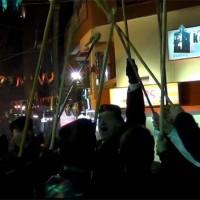 Βίντεο kozaniLife.gr: Η είσοδος του φανού «Πηγάδ' απ' του Κεραμαριό» στην πλατεία της Κοζάνης