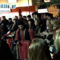 Ο Φανός «Λάκκους τ' Μάγγαν» κάνει την είσοδό του στην εξέδρα της πλατείας! Δείτε το βίντεο του kozaniLife.gr
