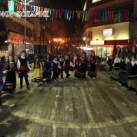 Δείτε βίντεο και φωτογραφίες από τα χορευτικά της Τετάρτης στην πλατεία Κοζάνης!