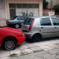 «Τρελή» πορεία αυτοκινήτου στους δρόμους της Κοζάνης στην περιοχή της λαϊκής αγοράς!