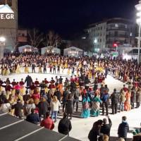 Βίντεο από τα Ποντιακά χορευτικά Συλλόγων της Κοζάνης στην κεντρική πλατεία