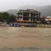 """Καιρός: """"Βούλιαξε"""" η δυτική Ελλάδα! Πλημμύρες, πτώσεις δέντρων και δρόμοι… ποτάμια! Που θα βρέξει τις επόμενες ώρες"""