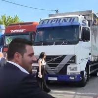 Γρεβενά: Viral ο ιδιαίτερος γάμος του Γρηγόρη και της Ειρήνης με… φορτηγά!