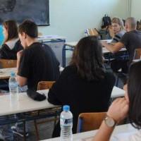 Το πρόβλημα με την υποχρεωτική μάσκα των επιτηρητών στις πανελλαδικές εξετάσεις – Του Χαράλαμπου Παπαδόπουλου