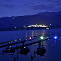 Κοζάνη: Απ' τη… βαρκάδα στα κρατητήρια! Επεισόδιο μεταξύ νεαρών και ψαρά στις όχθες της λίμνης του Πολυφύτου