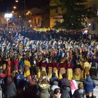 Εξαιρετική Ποντιακή βραδιά στην κατάμεστη από κόσμο και χορευτές κεντρική πλατεία Κοζάνης – Δείτε το φωτογραφικό αφιέρωμα