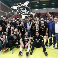 Η φωτογραφία της ημέρας: Πανηγυρισμοί παικτών, φιλάθλων και φορέων της Κοζάνης για την κατάκτηση του κυπέλλου στο χάντμπολ από τον ΠΑΟΚ