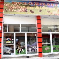 Πασχαλινό τραπέζι με μεγάλη ποικιλία κρεάτων και εκλεκτών εδεσμάτων από το κρεοπωλείο «Τα Δίδυμα» στην Κοζάνη