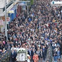 Η φωτογραφία της ημέρας από την πάνδημη λιτάνευση της εικόνας της Παναγίας Ζιδανιώτισσας στην Κοζάνη