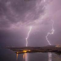 Η φωτογραφία της ημέρας: Κεραυνοί από τη Νεράιδα Κοζάνης με θέα τη λίμνη Πολυφύτου