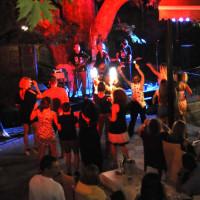 Ενθουσίασαν τον κόσμο οι «Μπλε» στην unplugged συναυλία τους στο Βελβεντό – Δείτε φωτογραφίες