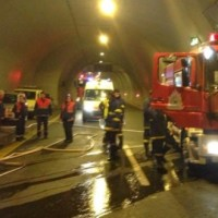Σοβαρό τροχαίο ατύχημα στη σήραγγα 10 της Εγνατίας: ΙΧ αυτοκίνητο «καρφώθηκε» σε νταλίκα