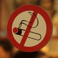 ΠΑΝΣΕΚΤΕ: «Εξοντωτικό και απαράδεκτο το πρόστιμο για το κάπνισμα στα καταστήματά μας με τη νέα Υπουργική Απόφαση» – Δείτε αναλυτικά το πρόστιμο ανά τ.μ.