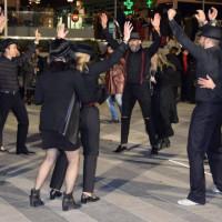 Εντυπωσίασαν με τα λατινοαμερικάνικα χορευτικά τους στην πλατεία Κοζάνης οι Passion Latino – Δείτε βίντεο και φωτογραφίες
