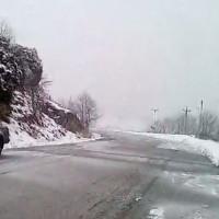 Συνεχίζεται η χιονόπτωση στα ορεινά της Κοζάνης – Δείτε βίντεο από τη Ζωοδόχο Πηγή