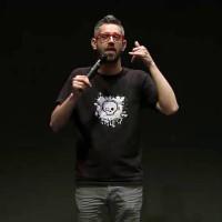 Συνέντευξη με τον ηθοποιό Δημήτρη Χριστοφορίδη για τη stand up comedy παράστασή του «Lower με C» στην Κοζάνη