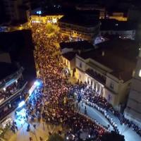 Η φωτογραφία της ημέρας: Πλήθος πιστών στη λιτανεία της εικόνας της Παναγίας Ζιδανιώτισσας στην Κοζάνη
