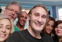 Άκης Σακελλαρίου: Υγιής και χαρούμενος μετά την σοβαρή περιπέτεια της υγείας του με τη νόσο των λεγεωνάριων