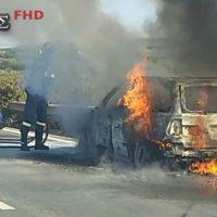 Κάηκε ολοσχερώς αυτοκίνητο στην Εθνική οδό Θεσσαλονίκης Ν. Μουδανίων – Δείτε το βίντεο