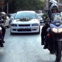 Με τη συνοδεία μηχανών της ομάδας ΔΙ.ΑΣ και σειρήνες ο γάμος της Αστυνομικού Βάσως στην Κοζάνη – Δείτε βίντεο και φωτογραφίες