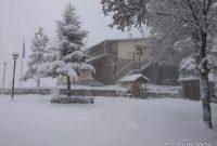 Κατάλευκο τοπίο στο Μπούρινο – Οι ορειβάτες πάτησαν χιόνι – Δείτε φωτογραφίες