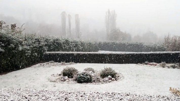 Στα «λευκά» ντύθηκαν τα ορεινά των Γρεβενών – Δείτε το βίντεο από το Μέγαρο, Λάβδα και Βασιλίτσα