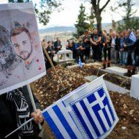 Πλήθος κόσμου στους Βουλιαράτες για την κηδεία του Κατσίφα – Στη γη που αγάπησε αναπαύεται ο Κωνσταντίνος – Δείτε φωτογραφίες