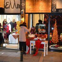 Άγιος Βασίλης γένους θηλυκού στο κατάστημα Έλλη στην Κοζάνη την Λευκή Νύχτα με μοναδικές προσφορές έως 70%