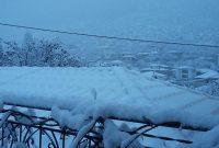 Πανέμορφες εικόνες με πολύ χιόνι στην Εράτυρα Βοΐου – Δείτε φωτογραφίες