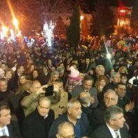 Πλήθος κόσμου στη φωταγώγηση του χριστουγεννιάτικου δέντρου και στη Λευκή Νύχτα στην Πτολεμαΐδα – Δείτε φωτογραφίες