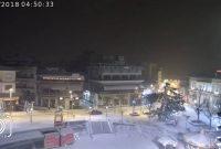 Στα λευκά και το κέντρο της Κοζάνης – Δείτε ζωντανή εικόνα από την κεντρική πλατεία Κοζάνης