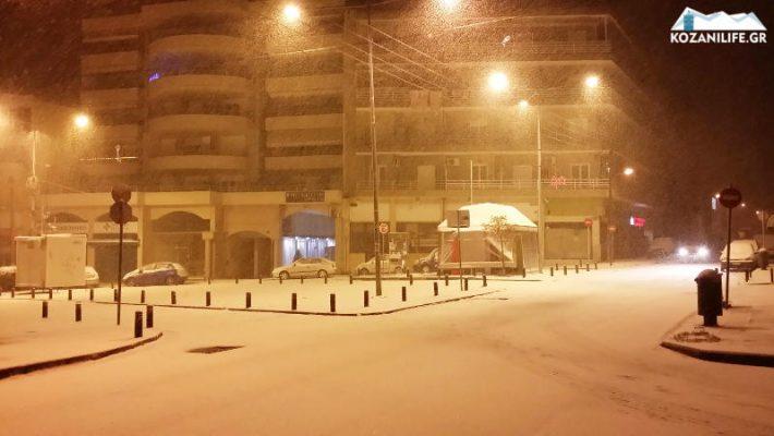 Πυκνή χιονόπτωση στην πόλη της Κοζάνης – Δείτε το βίντεο