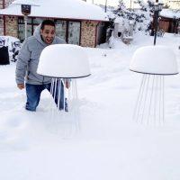 Βουτιές στο χιόνι από Πτολεμαϊδιώτη στη Βλάστη – Δείτε το βίντεο