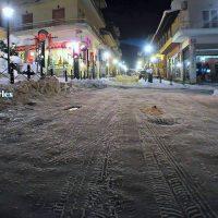 Νυχτερινή περιήγηση στους χιονισμένους δρόμους των Σερβίων – Δείτε το βίντεο