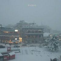 Δείτε live εικόνα από την πυκνή χιονόπτωση στην κεντρική πλατεία Κοζάνης
