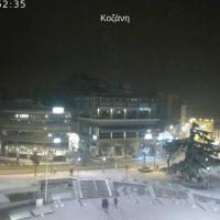 Έντονη χιονόπτωση στην πόλη της Κοζάνης – Δείτε live εικόνα από την κεντρική πλατεία