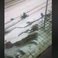 Θεσσαλονίκη: Αυτό συμβαίνει όταν παραγγέλνεις φαγητό εν μέσω χιονοθύελλας – Δείτε το βίντεο