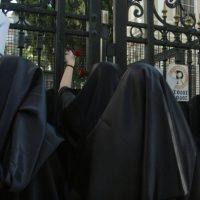 Δυναμική διαμαρτυρία του Απόστολου Πόντα επικεφαλής της ΕΔΕΜ κατά της διεξαγωγής του αγώνα Μίλαν – Γιουβέντους για ρατσιστική αντιμετώπιση των γυναικών