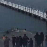 Με τσουχτερό κρύο βούτηξαν στη Λίμνη Πολυφύτου για τον εορτασμό των Θεοφανείων – Δείτε το βίντεο
