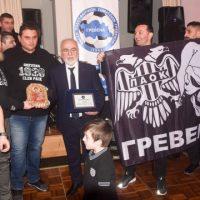 Αποθέωση του Ιβάν Σαββίδη από φιλάθλους του ΠΑΟΚ στα Γρεβενά – Δείτε το βίντεο