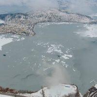 Υπέροχες εικόνες από την Καστοριά ντυμένη στα λευκά – Δείτε το πανέμορφο βίντεο