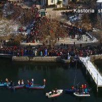 Πλάνα από drone από τον καθαγιασμό των υδάτων στην παγωμένη Καστοριά – Δείτε το βίντεο