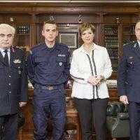 Συνεχάρησαν τον ειδικό φρουρό από το Τσοτύλι Νικόλαο Γκάρα που διέσωσε ανήλικο μετά από τροχαίο ατύχημα στην Κόρινθο – Δείτε φωτογραφίες