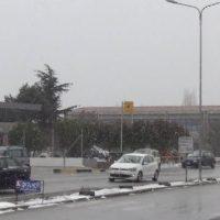 Συνεχίζεται η ασθενής χιονόπτωση στην πόλη της Κοζάνης – Δείτε το βίντεο