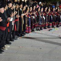 Τα χορευτικά του «Αριστοτέλη» Κοζάνης και των Φιλοξενούμενων Συλλόγων της Αποκριάς από Σιάτιστα, Γρεβενά και Θεσσαλονίκη – Δείτε βίντεο και φωτογραφίες