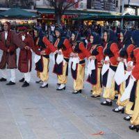 Βραδιά Καππαδοκίας στην κεντρική πλατεία Κοζάνης – Δείτε βίντεο και φωτογραφίες από τα χορευτικά